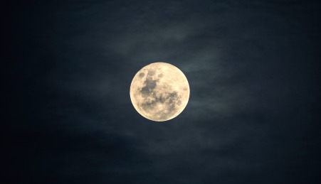 moon-2913221_1920