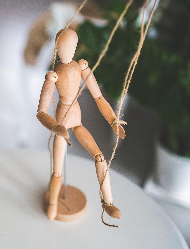 wooden-mannequin-791720_1920